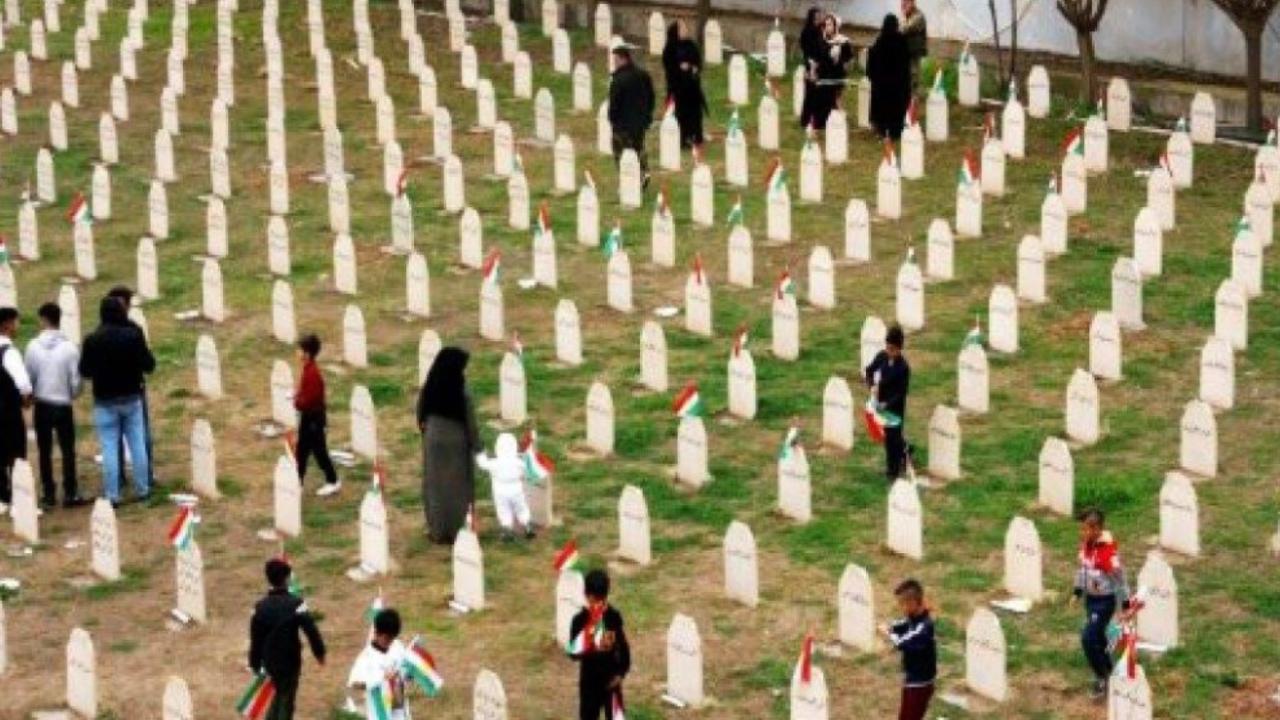 Photo of حلبجة تحيي ذكرى فاجعتها.. والمؤتمر الوطني الكرستاني يستذكر المجزرة ويدعو القوى الكردستانية إلى الاتحاد