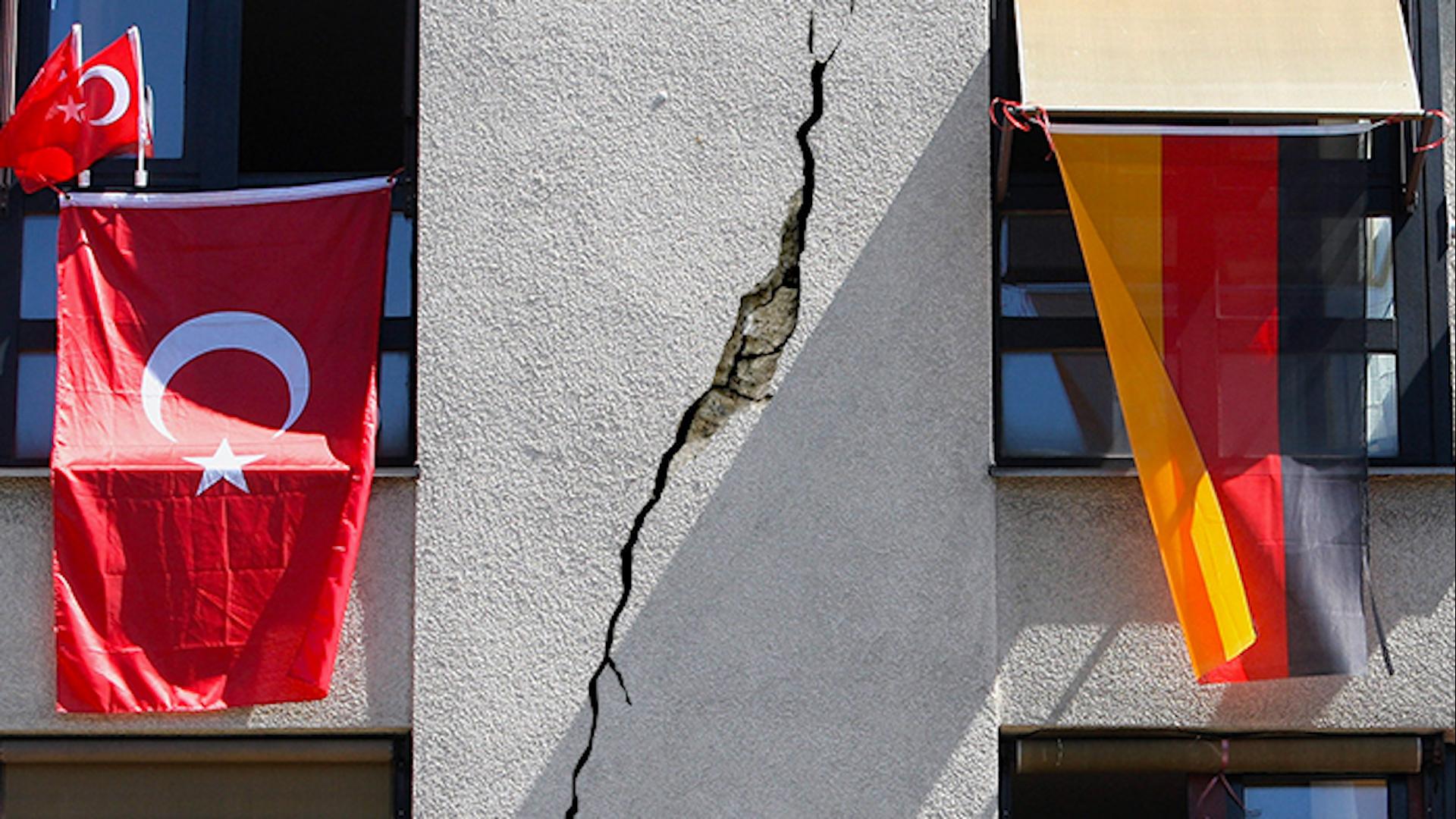 Photo of برلين ترفض ملاحقة نحو 1000 معارض بطلب من انقرة