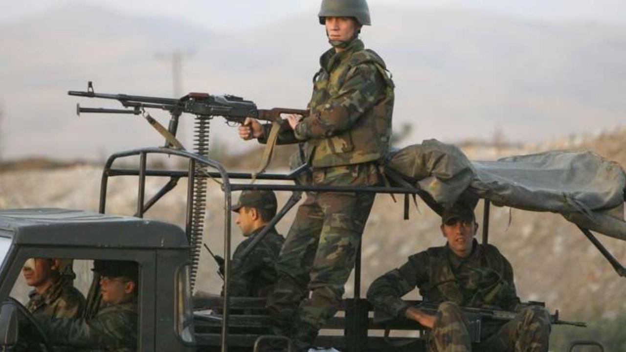 صورة قوات روسية تمنع مسلحين إيرانيين من دخول القنيطرة
