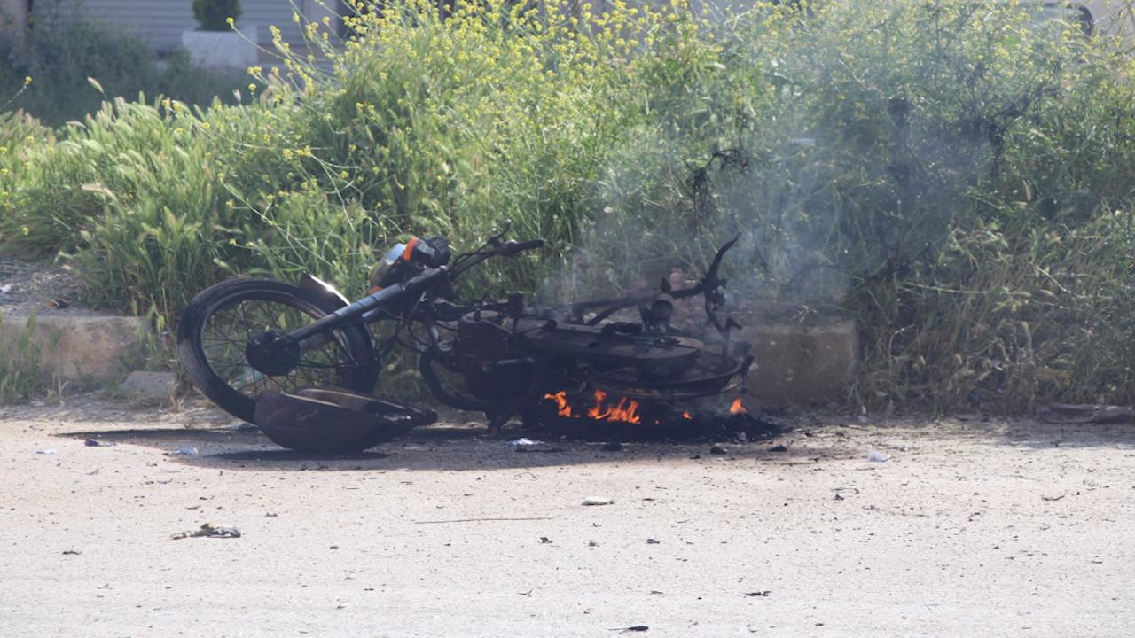 Photo of إصابة طفلة في انفجار دراجة نارية في منبج