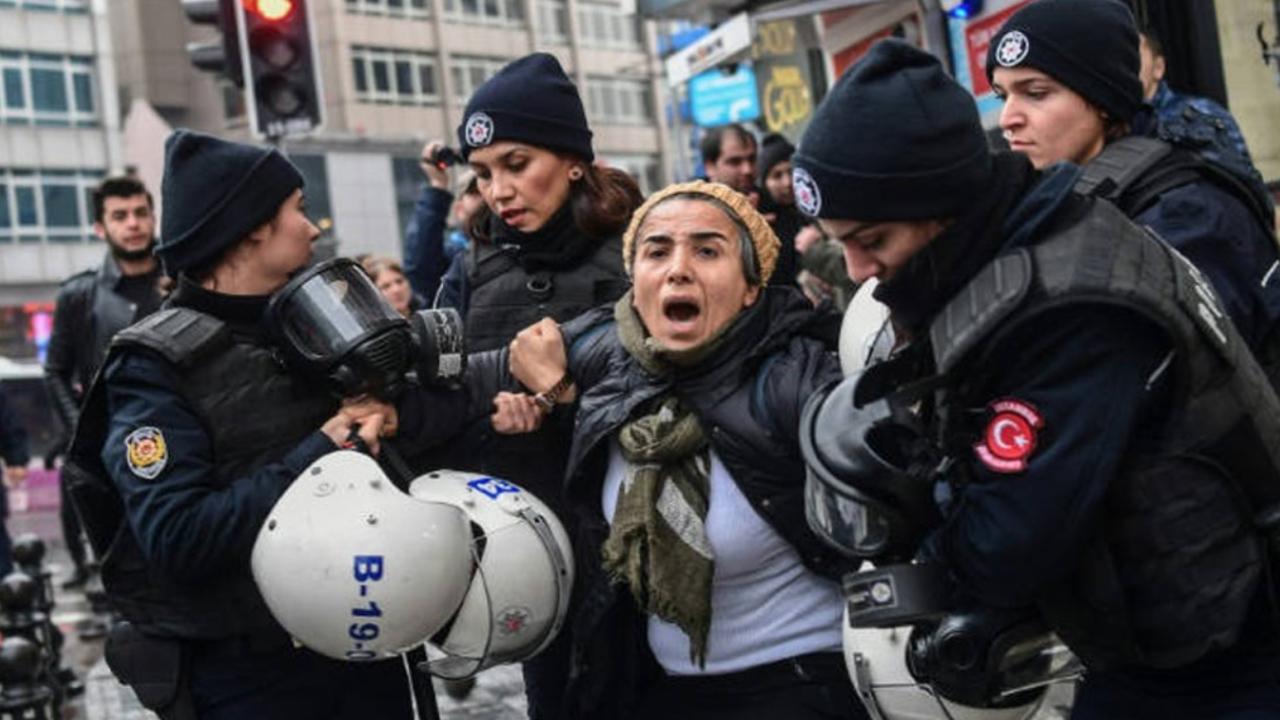 Photo of تقرير أمريكي ينتقد تدهور الحريات الدينية في تركيا ورد تركي غاضب