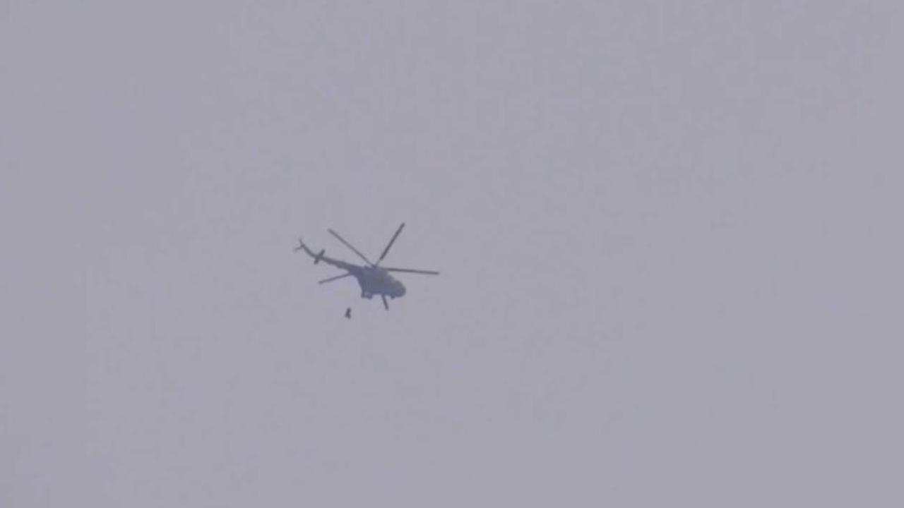 Photo of طائرات النظام الحربية والمروحية تواصل تحليقها ضمن منطقة خفض التصعيد.. ومقتل 7 خلال هجوم جديد للمرتزقة على المسلحين المحليين في منطقة الزهراء