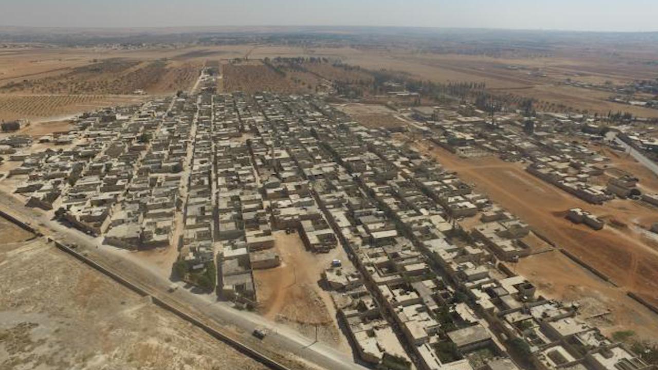 Photo of النظام يفرض حصاراً خانقاً على الشهبــاء ويفرض ضرائب على المساعدات