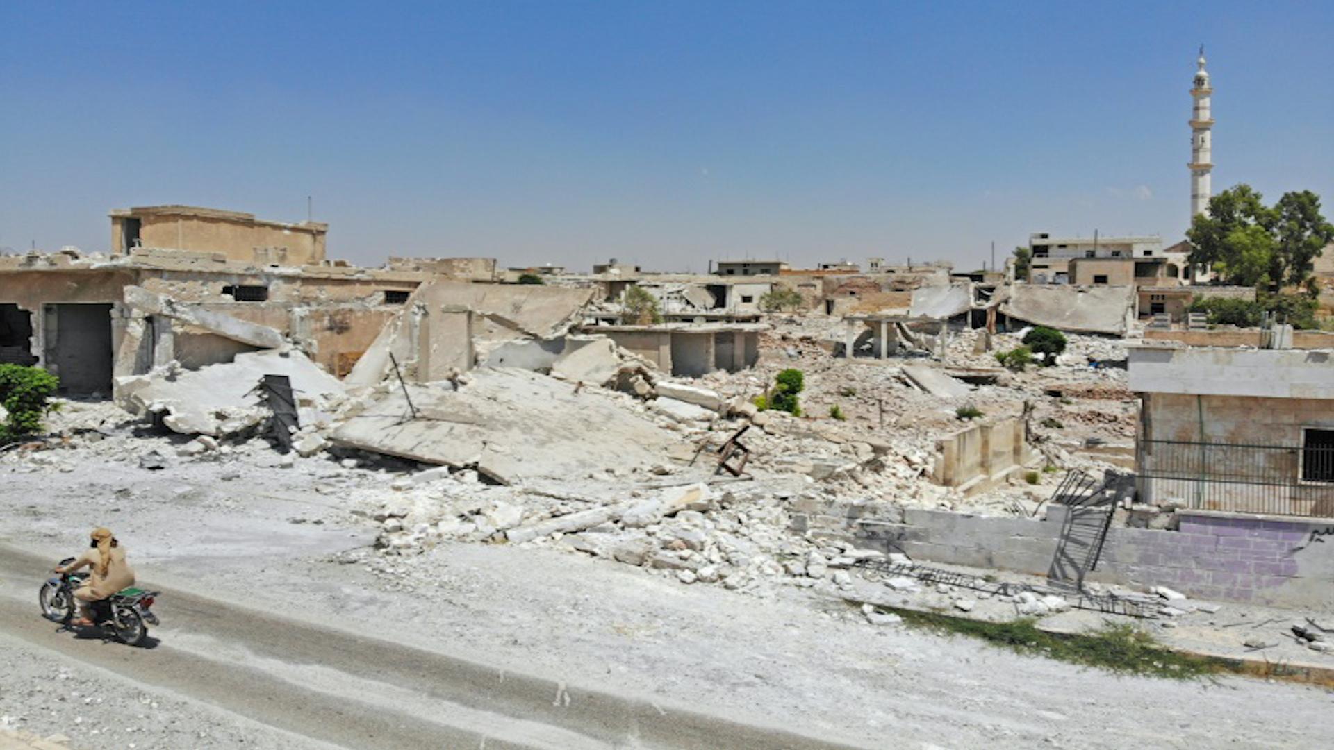 Photo of قوات النظام تعلن سيطرتها على بلدة الهبيط الاستراتيجية جنوب إدلب
