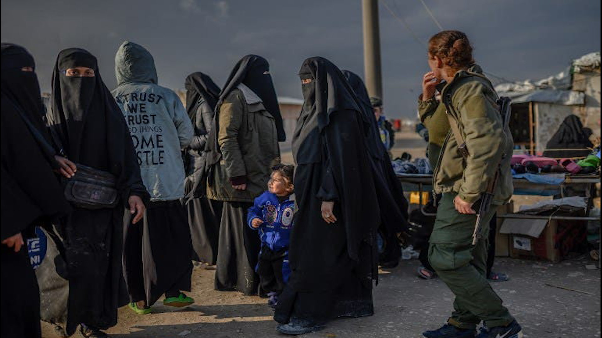Photo of زوجات مرتزقة داعش لا تقلن خطورة عن أزواجهن بزرع الفكر المتطرف في عقول أطفالهن
