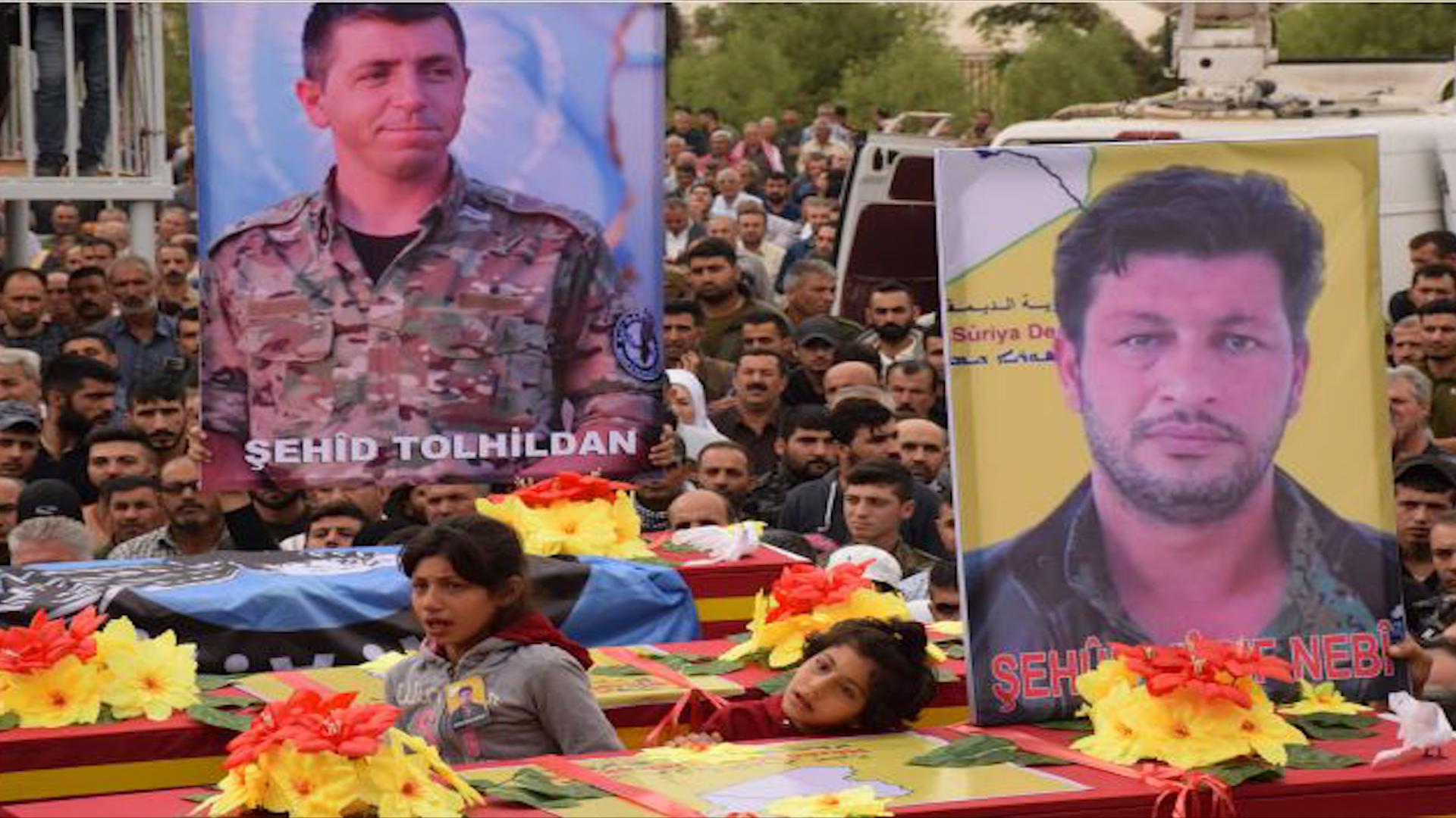 Photo of أهالي قامشلو يشيعون جثامين ثلاثة من شهداء مقاومة الكرامة