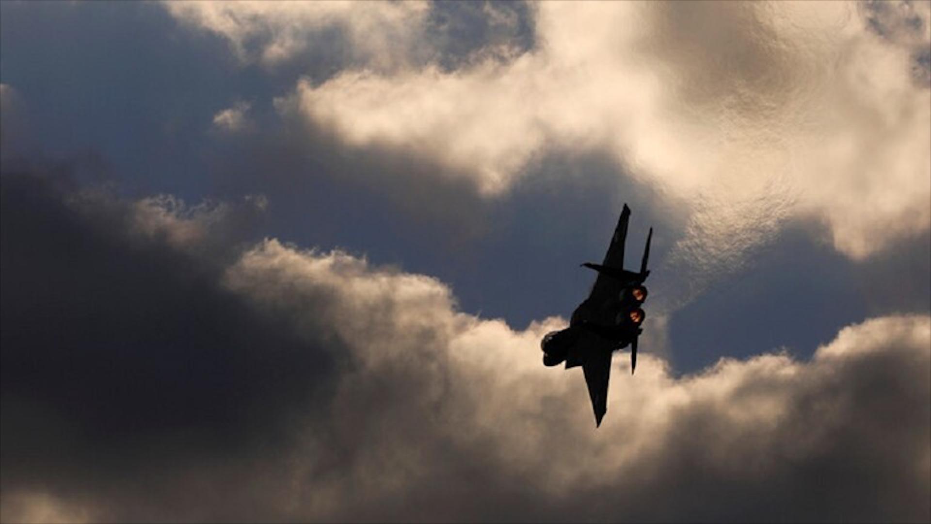 Photo of الدفاعات الجوية تعترض صواريخ معادية استهدفت محيط دمشق