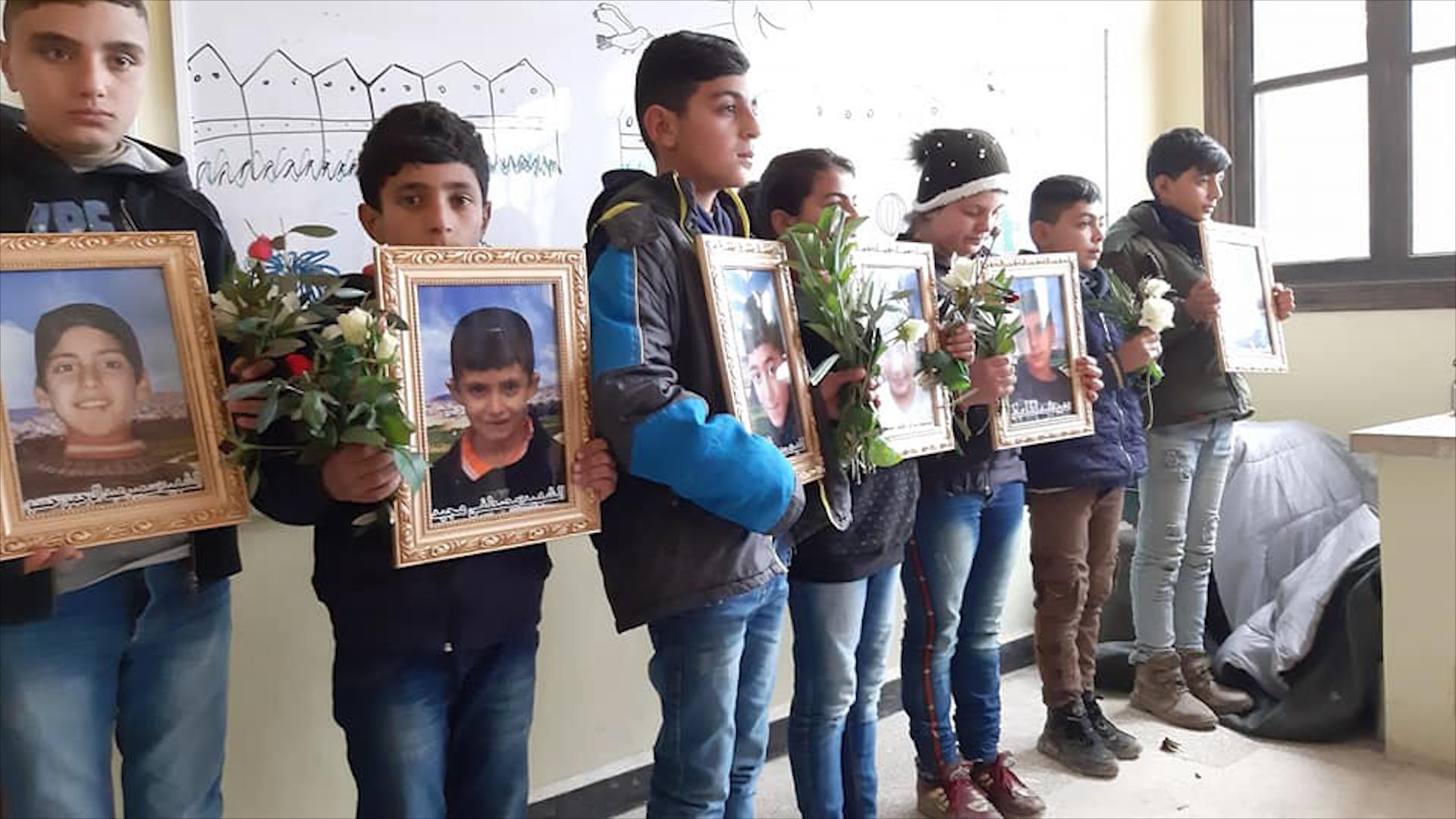 Photo of مجزرة تل رفعت الطلبة يضعون الورود على المقاعد الدراسية لشهداء المجزرة