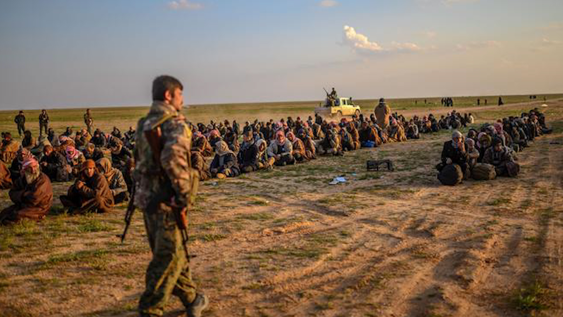 Photo of الغارديان: نحو 2000 داعشي أجنبي محتجزون لدى قسد بينهم 30 بريطانياً