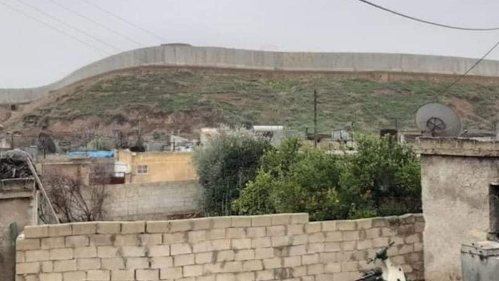 Photo of صور جديدة توثِّق تحويل تل جندريسه الأثري إلى قاعدة عسكرية