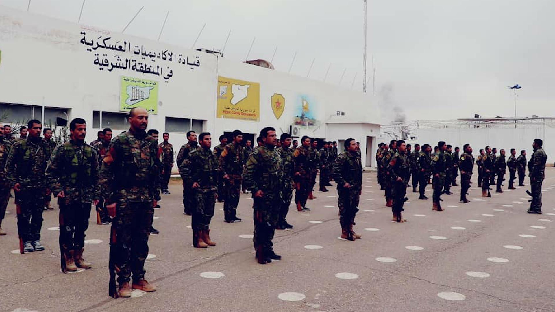Photo of تخريج دورة للضباط وصف الضباط في دير الزور