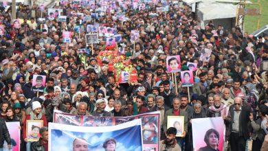 Photo of الآلاف من آهالي عفرين والشهباء يشيعون شهداء مجزرة آقيبه