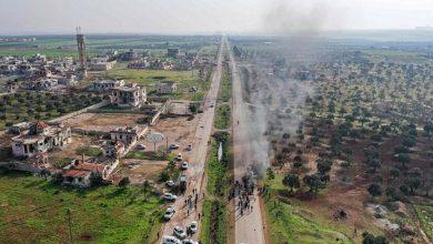 صورة مرتزقة الاحتلال التركي تهدد الدوريات الروسية التركية على طريق M4