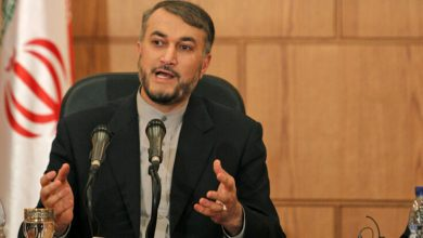 Photo of برلماني إيراني ينفي الأنباء المتداولة حول اتفاق بلاده مع روسيا لدفع الأسد للاستقالة