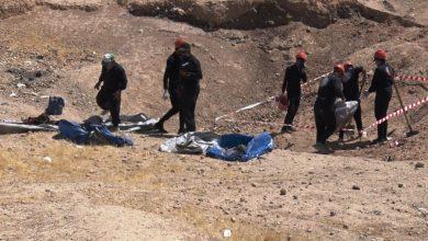 صورة فريق الاستجابة الأولية ينتشل 5900 جثة لضحايا على يد داعش من 25 موقعًا