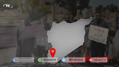 صورة أهالي درعا البلد ينظمون وقفة احتجاجية للمطالبة بالإفراج عن المعتقلين في سجون الحكومة السورية