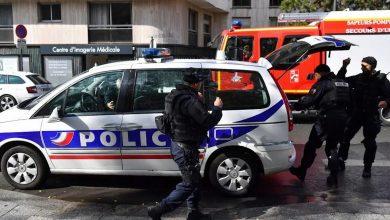 صورة أربعة جرحى ومعتقلان قرب مقر شارلي إبدو
