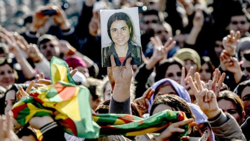 Photo of BERXWEDAN KOBANÊ MÎNAKA HERÎ GIRÎNGE JI BO YEKITIYA GELÊ KURD