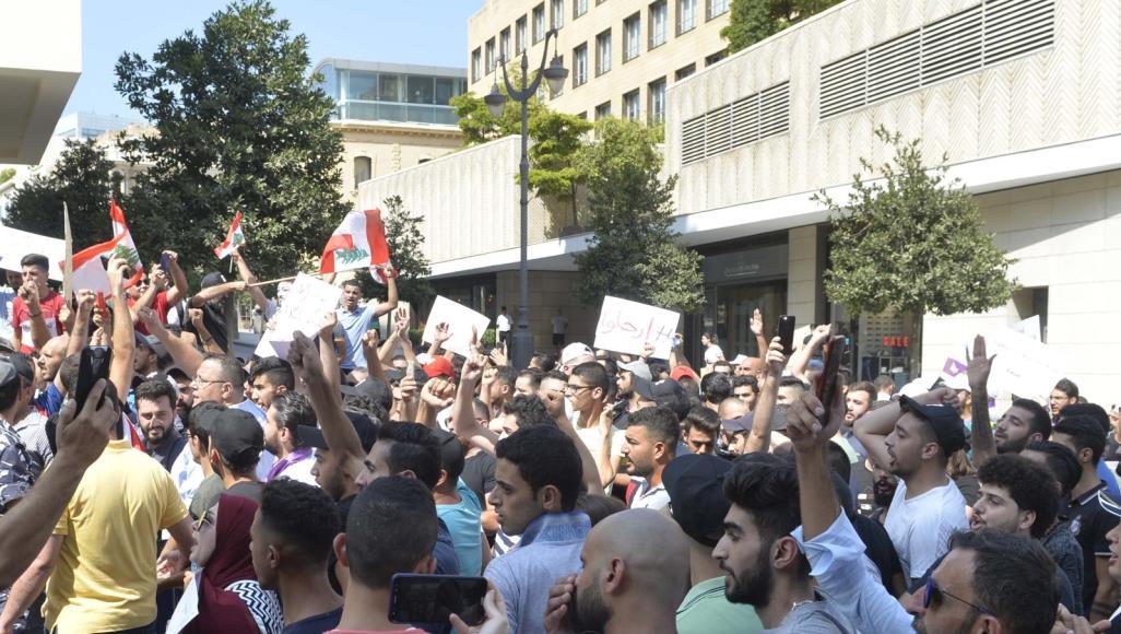 """Photo of Li Libnanê bi silogana """"şoreş e..şoreş e"""" welatî daketin qadan"""