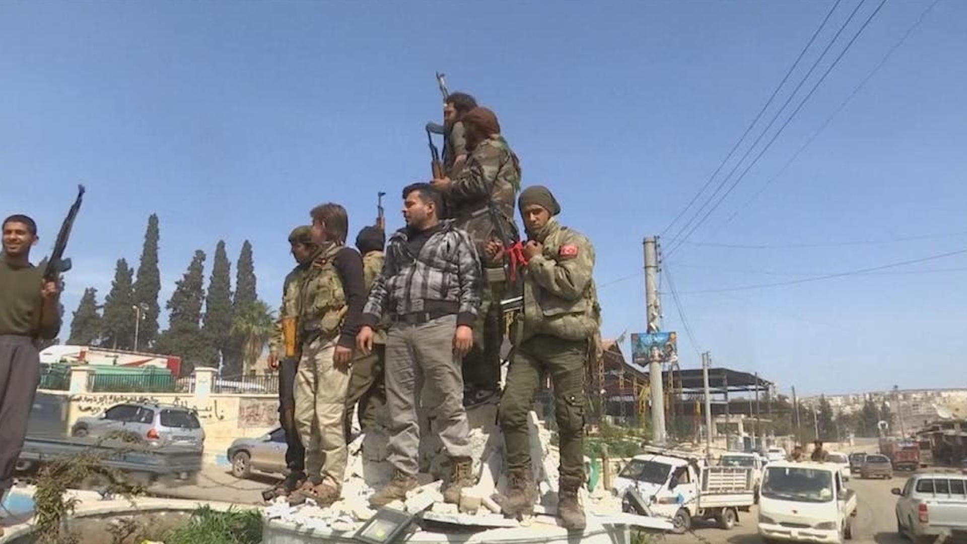 Photo of Li Efrînê çeteyên Tirk berhema Simaqê ji gundê Derwêş didizin
