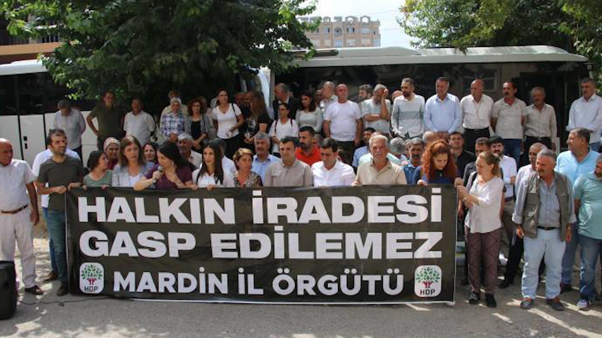 Photo of PARLAMENTER MERAL BEŞTAŞ: AKP'Ê DARBEKAR E