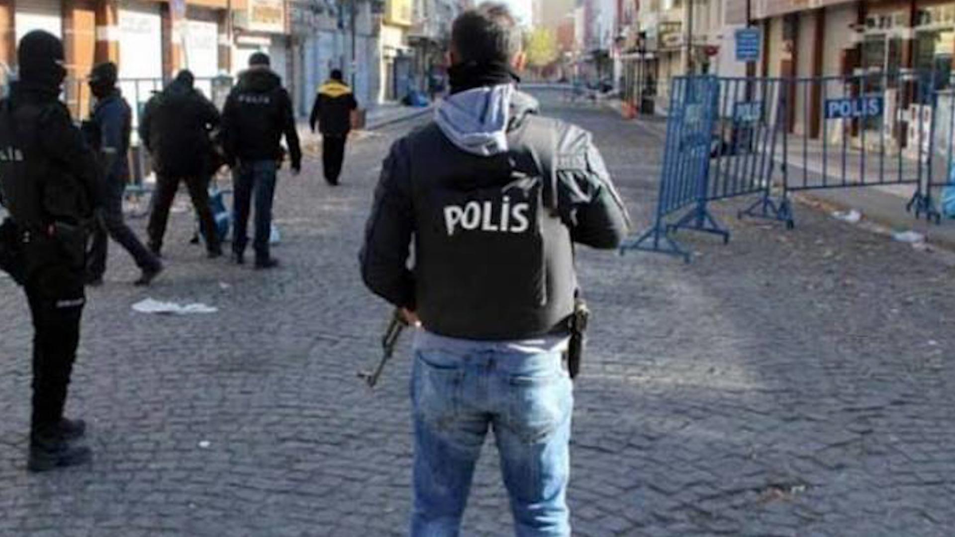 Photo of Hikumeta AKP'Ê êdî guhdarîkirina stranên kurdî jî qedexe dike