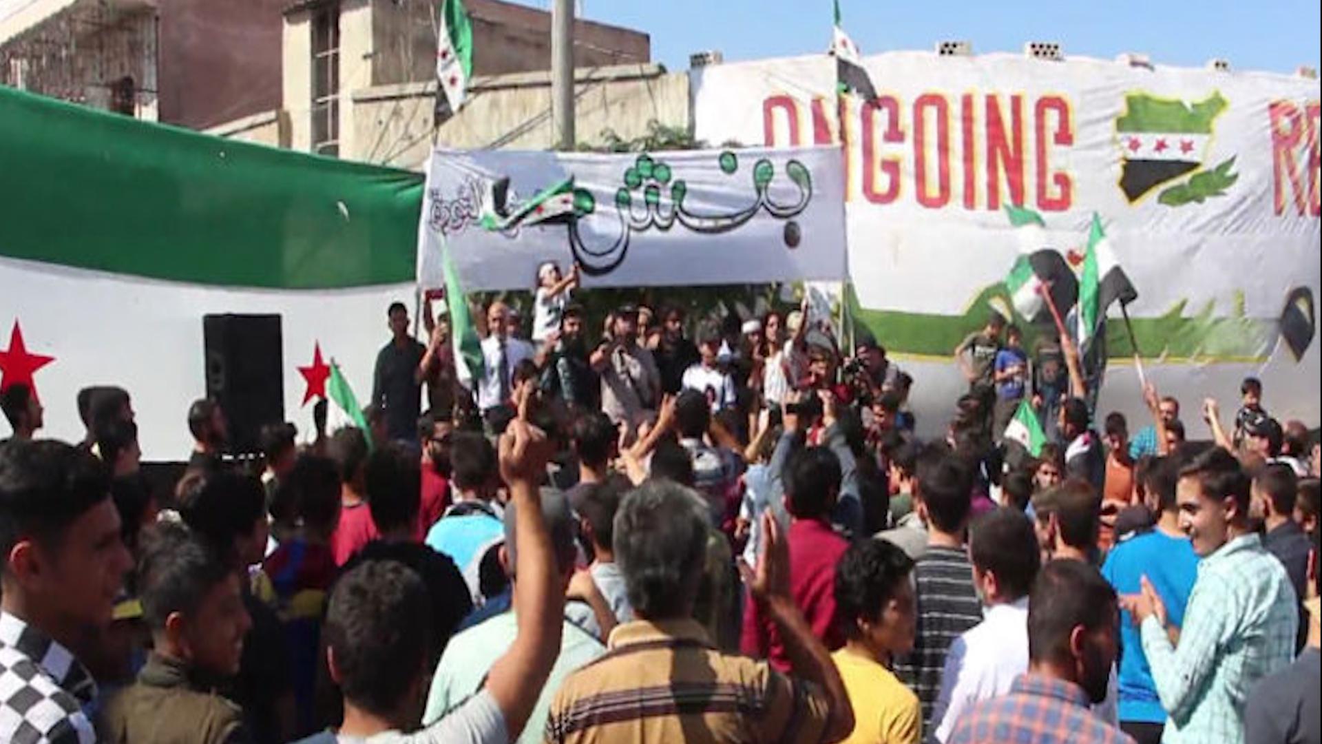 """Photo of Li Idlibê li dijî """"komîteya destûrî"""" xwepêşandan hatin lidarxistin"""