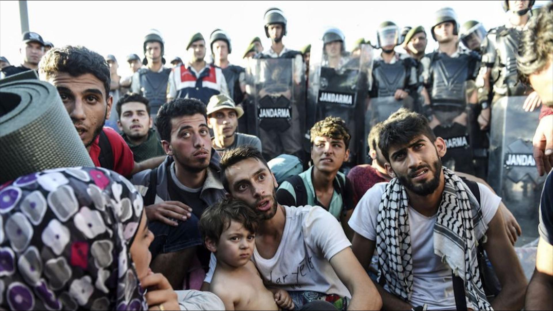 Photo of Rêxistina Efûyê ya Navdewletî: Tirkiye penaberan ber bi qada şer ve dersînor dike