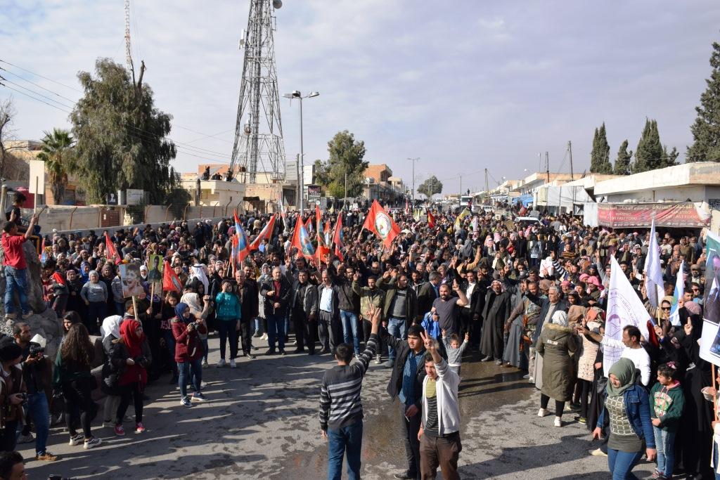 Photo of Şêniyên Bakur û Rojhilatê Sûrî li dijî dagirkeriya dewleta Tirk li Eyn Îsayê meşek li dar xist