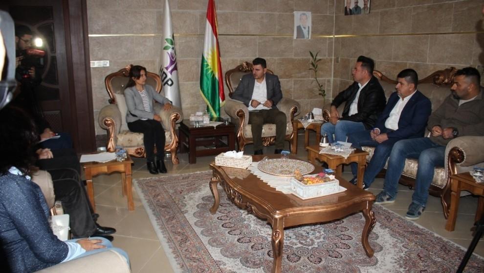 Photo of Ji bo yekîtiya netewî rewşenbîrên Kurd li nûnertiya HDP'ê ya Hewlêrê li hev civiyan