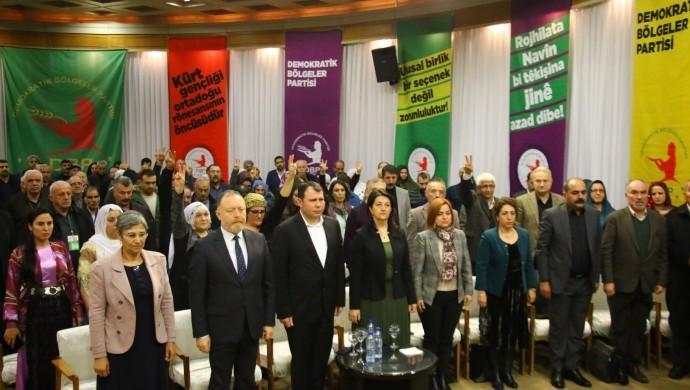 """Photo of 5'emîn kongreya Partiya herêmên demokratîk DBP'ê bi slogana """"bi rihê yekîtiyê ber bi azadiyê"""" destpê kir"""