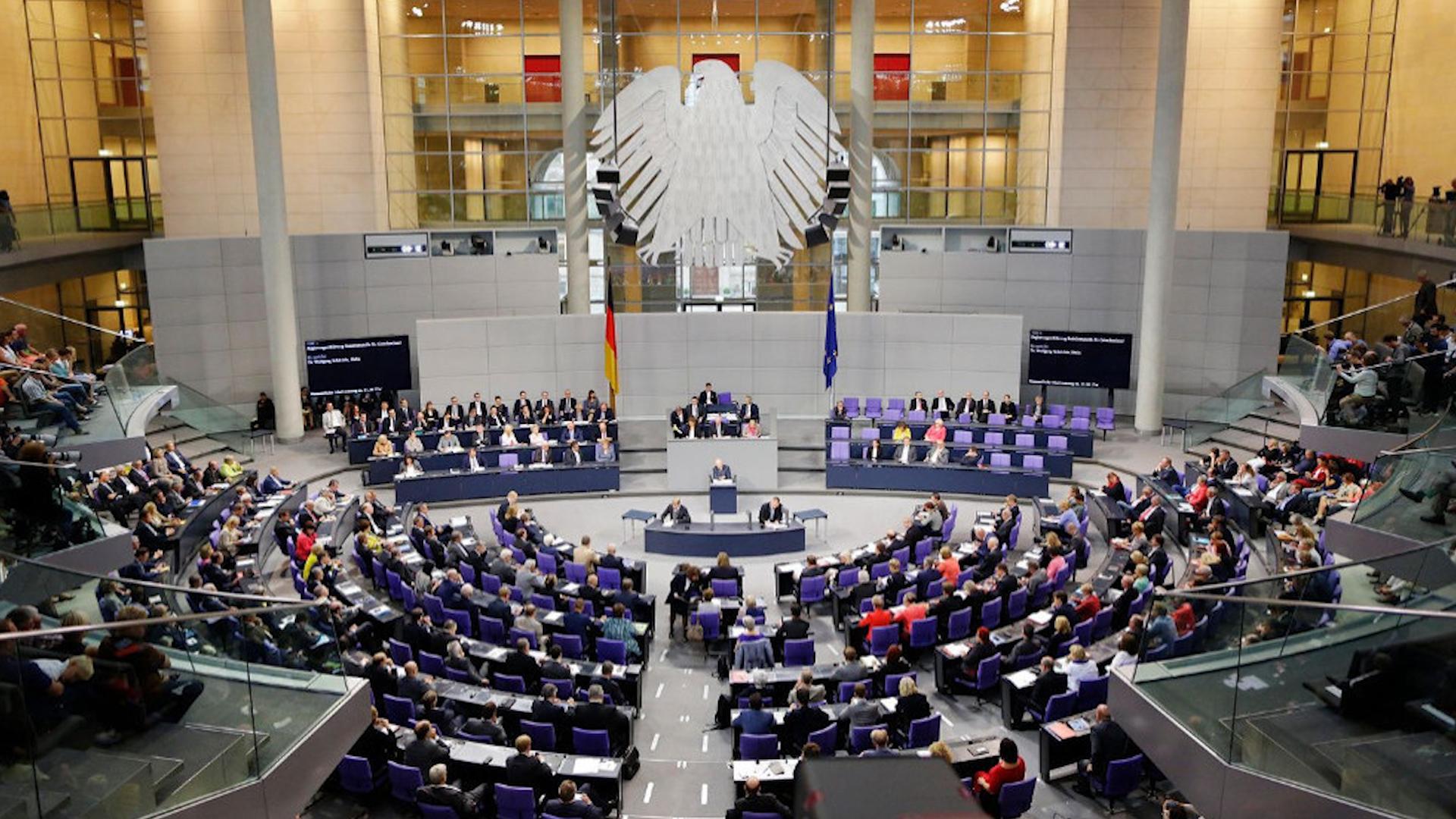 Photo of Meclisa Alman: Komên Tirkiyê heman rêbazên DAIŞ'ê pêk tînin