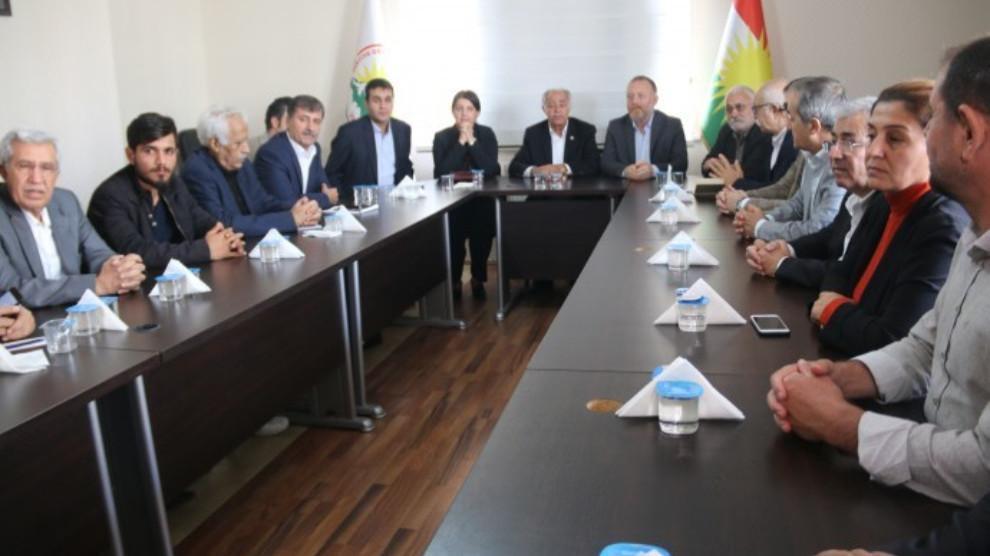 Photo of Partiyên Kurdî yên Bakur ji bo yekîtiyê civîyan