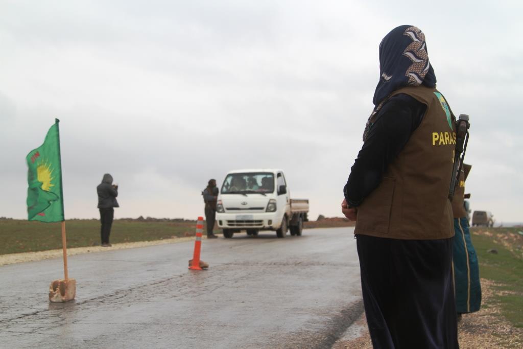 Photo of Hêzên Parastina Civakî ji bo pîrozbahiyên sersalê banga hişiyariyê kir