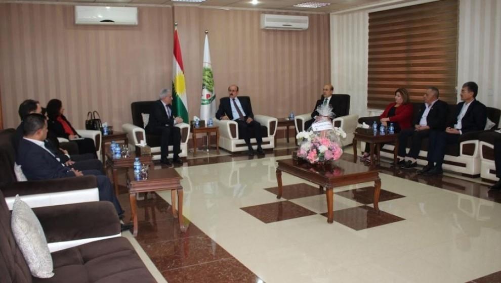 Photo of KNK'ê çû serdana partiya Zehmetkêşan û Komeleya Îslamî ya Kurdistanê