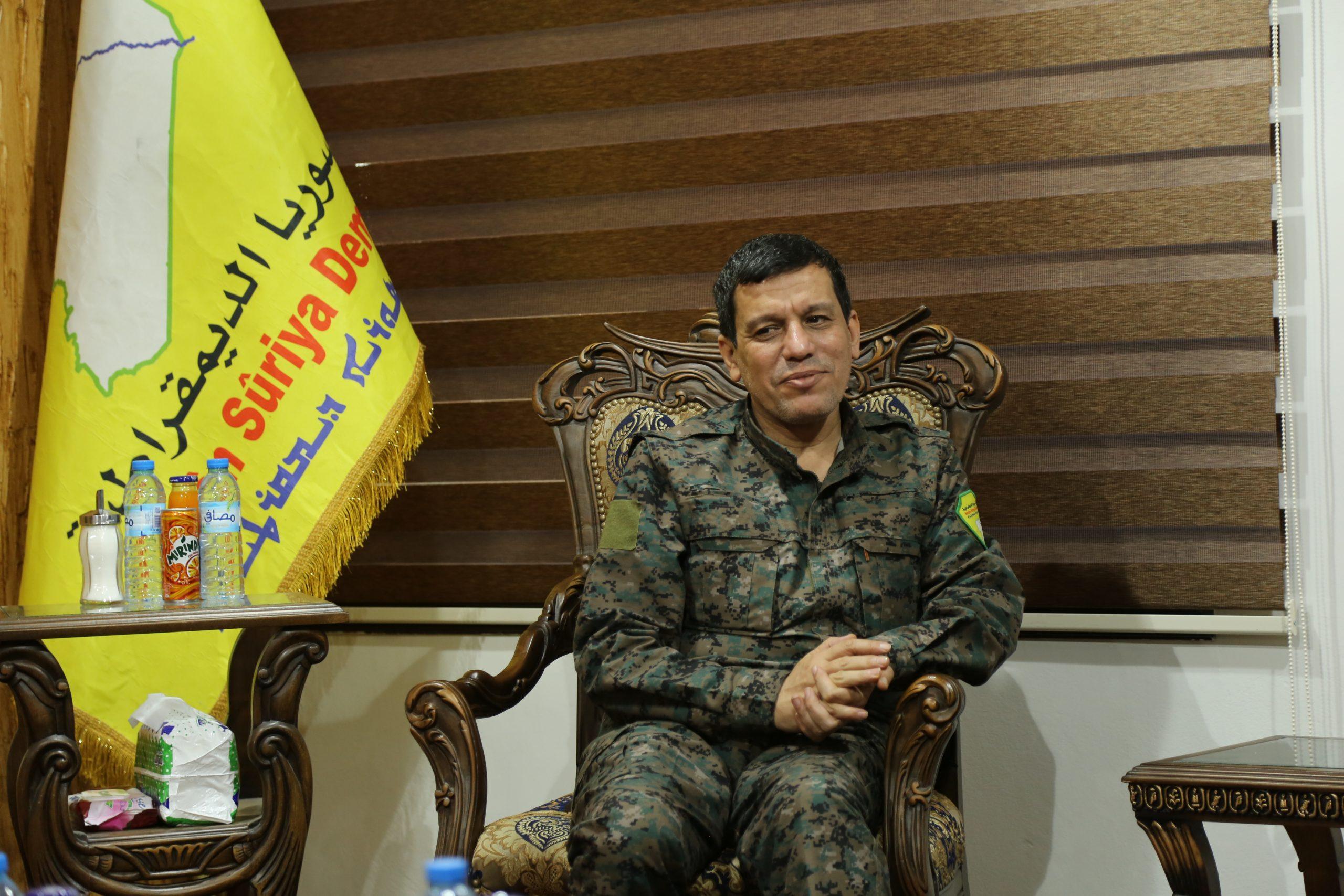 Photo of Fermandarê Giştî yê QSD'ê Mezlûm Ebdî 4. kongreya YNK'ê pîroz kir