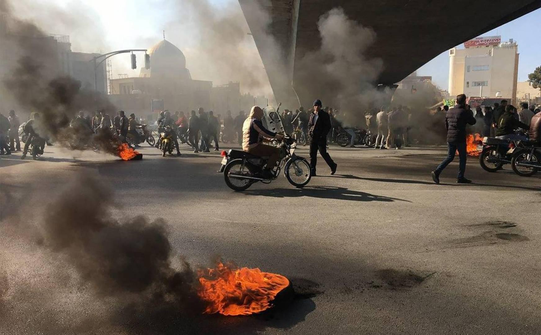 Photo of Reuters: Heya niha 1500 xwepêşandanên Îranê jiyana xwe ji dest daye