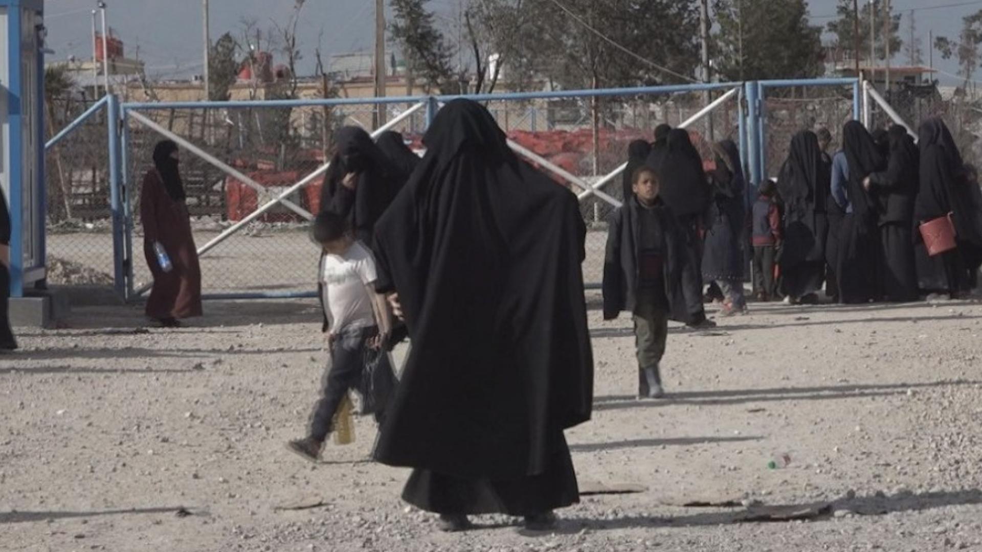 Photo of 25 çete û malbatên wan li kampên li Sûriyê wergirt