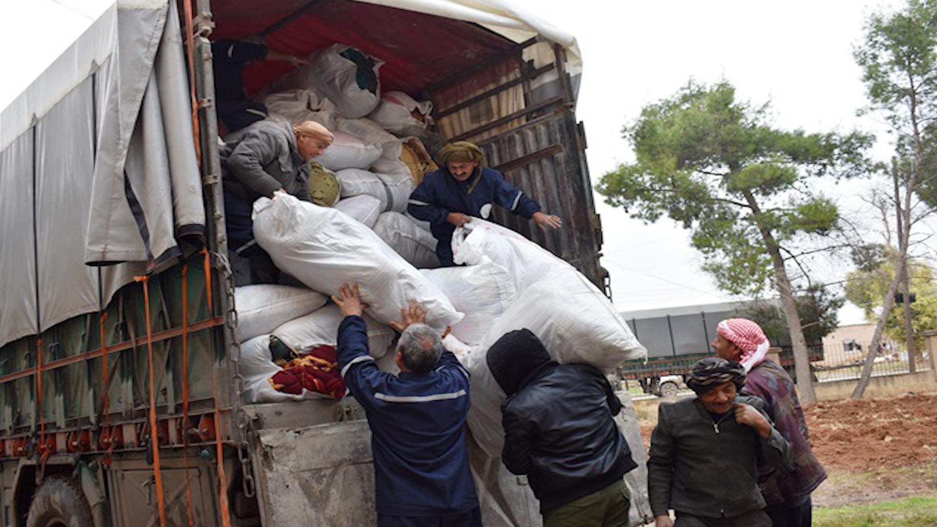 Photo of Şêniyên Tirbespiyê ji bo koçberan alîkarî şandin