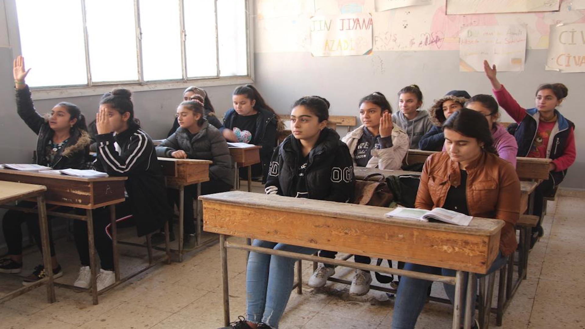 Photo of Dibistan – Til Temir tevî êrîşan jî xwendekar dest bi perwerdeya xwe kirina
