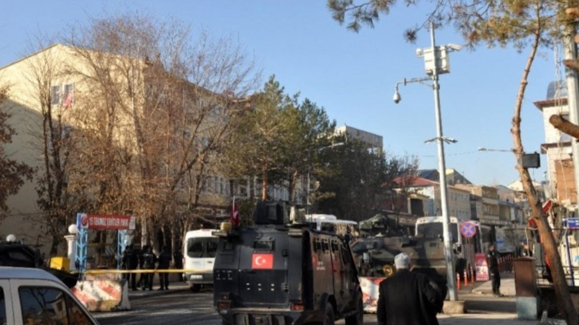 Photo of AKP'ê 3 şaredariyên din ên HDP'ê dagir kirin