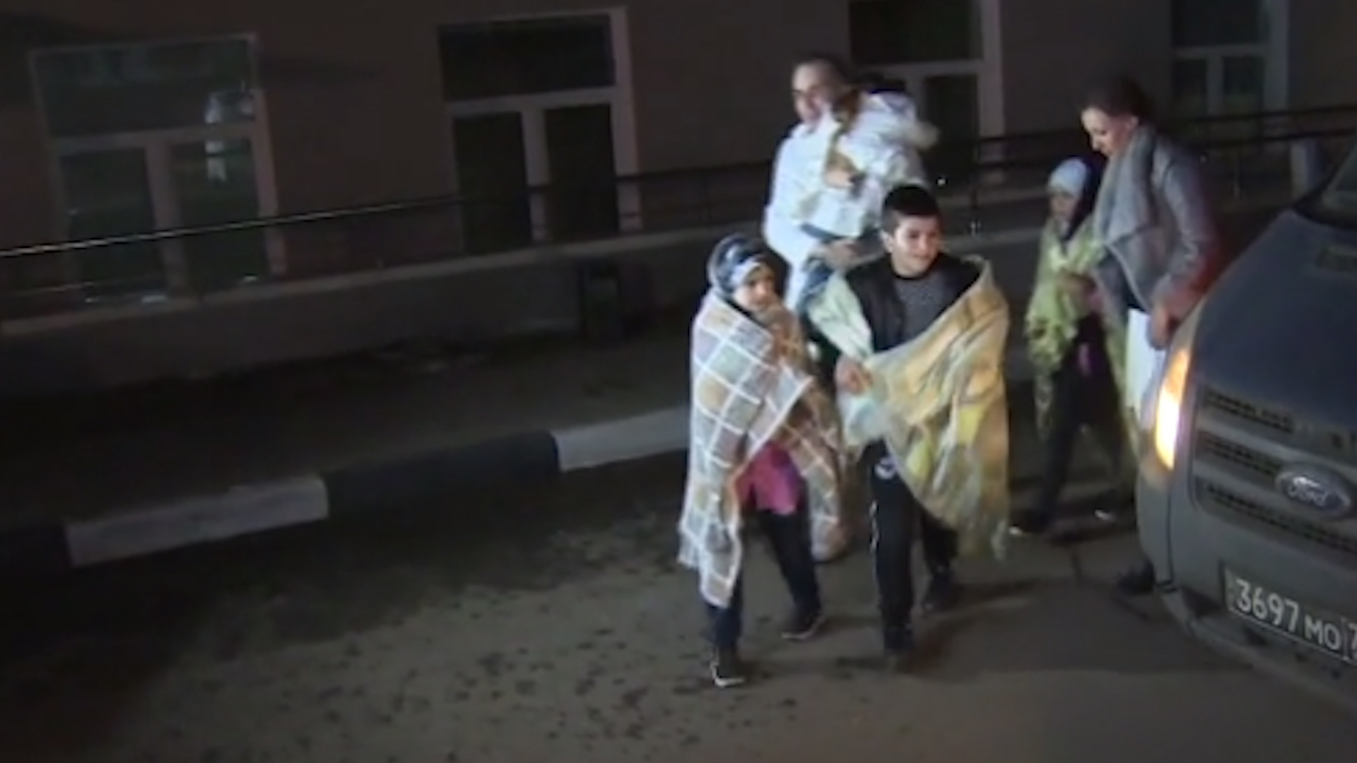 Photo of Rûsya 4 zarokên çeteyên DAIŞ'ê ji Kampa Holê wergirtin