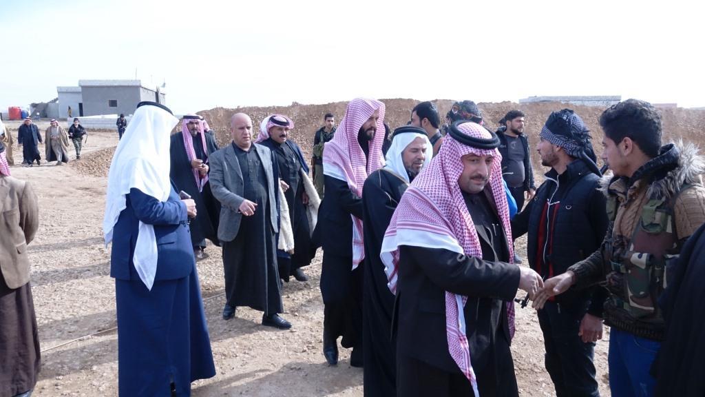 Photo of Şêxên eşîrên li Reqa û Tebqayê serdana eniyên şer ên li Eyn Îsayê kir