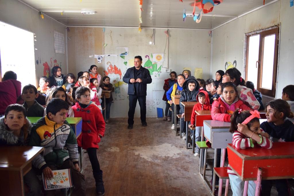 Photo of Kampa koçberên Girê Spî ji bo zarok bê xwendin nemînin dibistanek hat vekirin