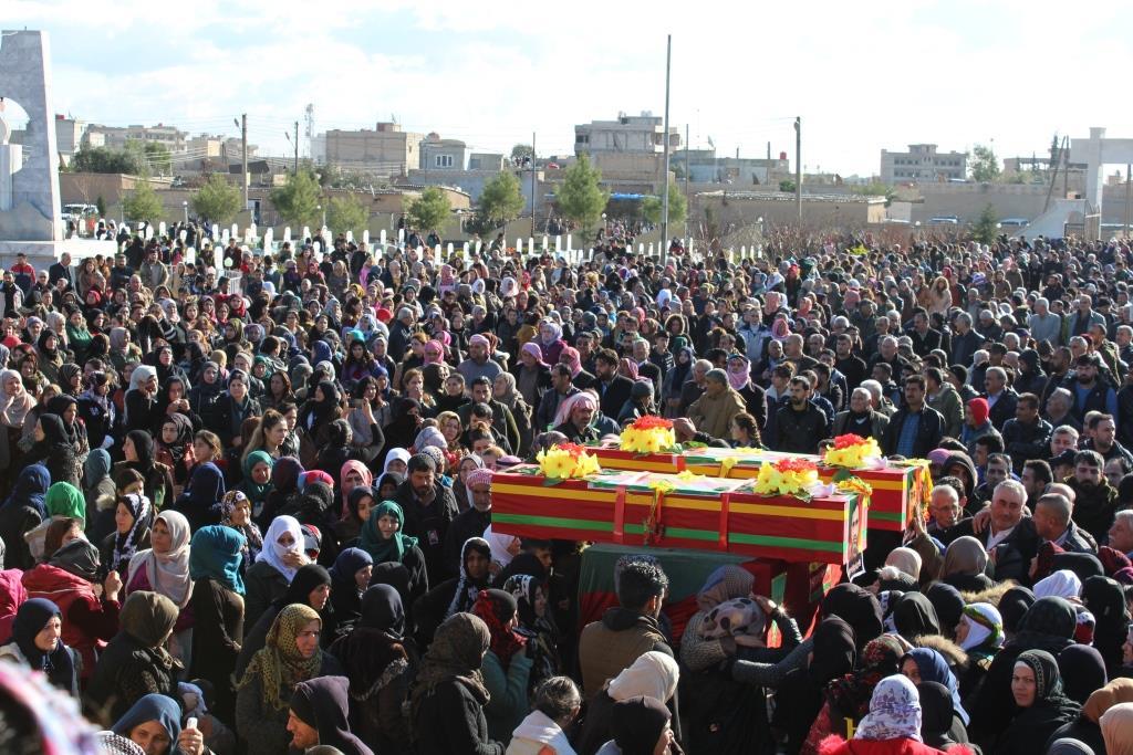 Photo of Cenazeyê Şehîd Ebas û Ridwan li Qamişlo hatin oxirkirin