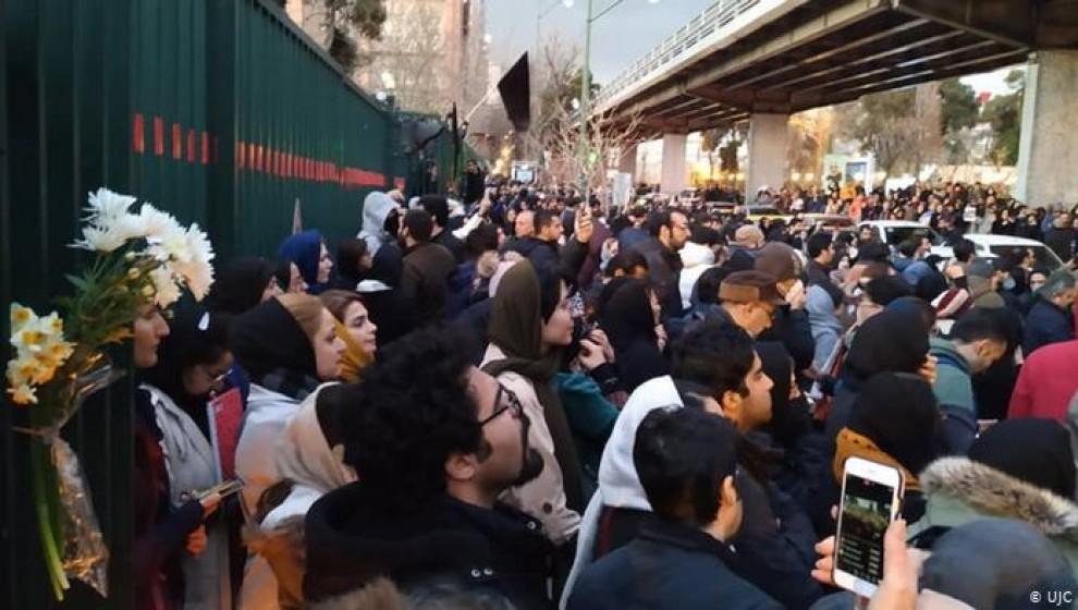 Photo of Îran.. xwepêşandanên xwendekaran li Tahranê despê kir