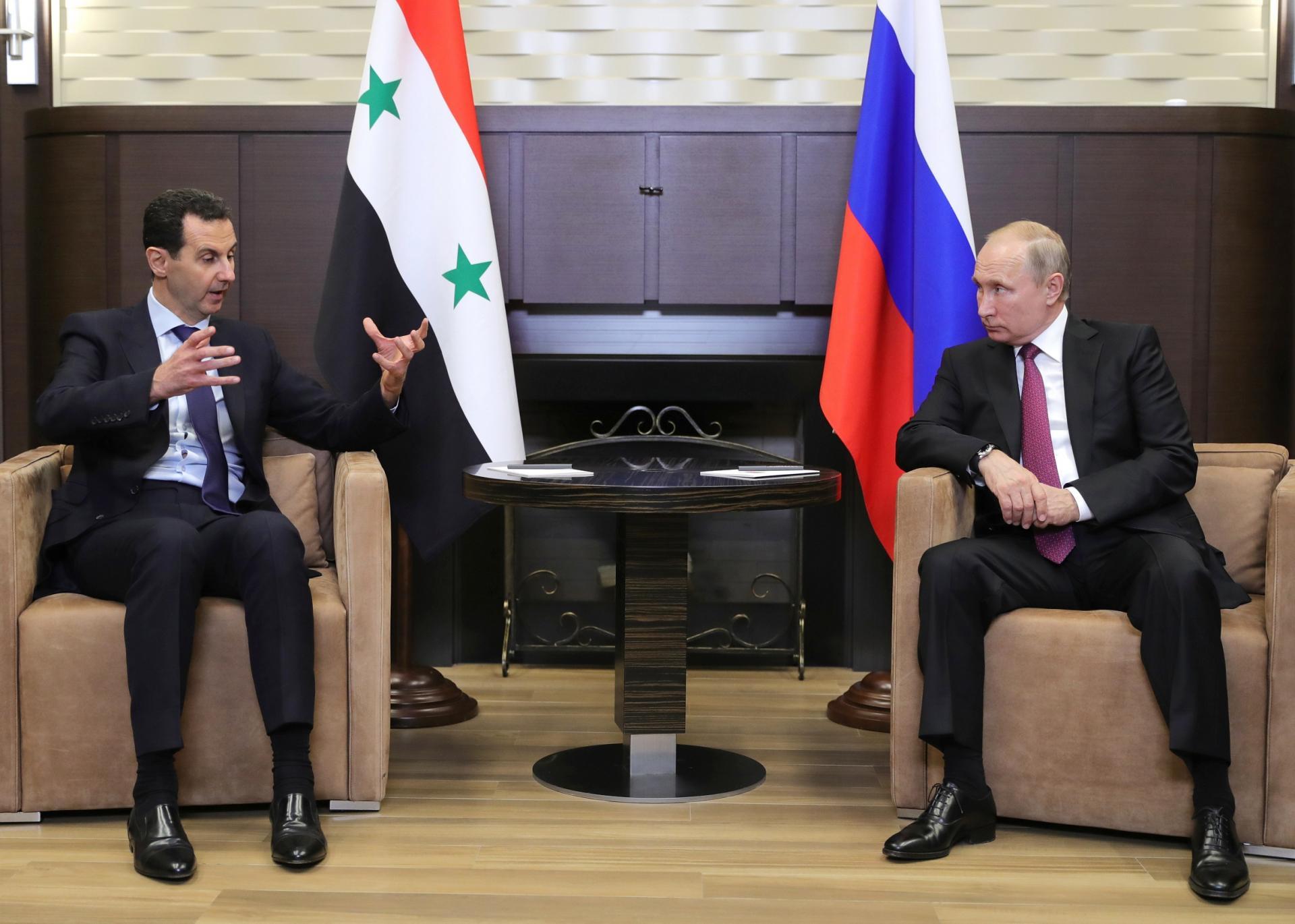 Photo of Serokê Rûsya Vladimir Putin bi serokê rêjîma Sûriyê Beşar El-Esed re civiya.