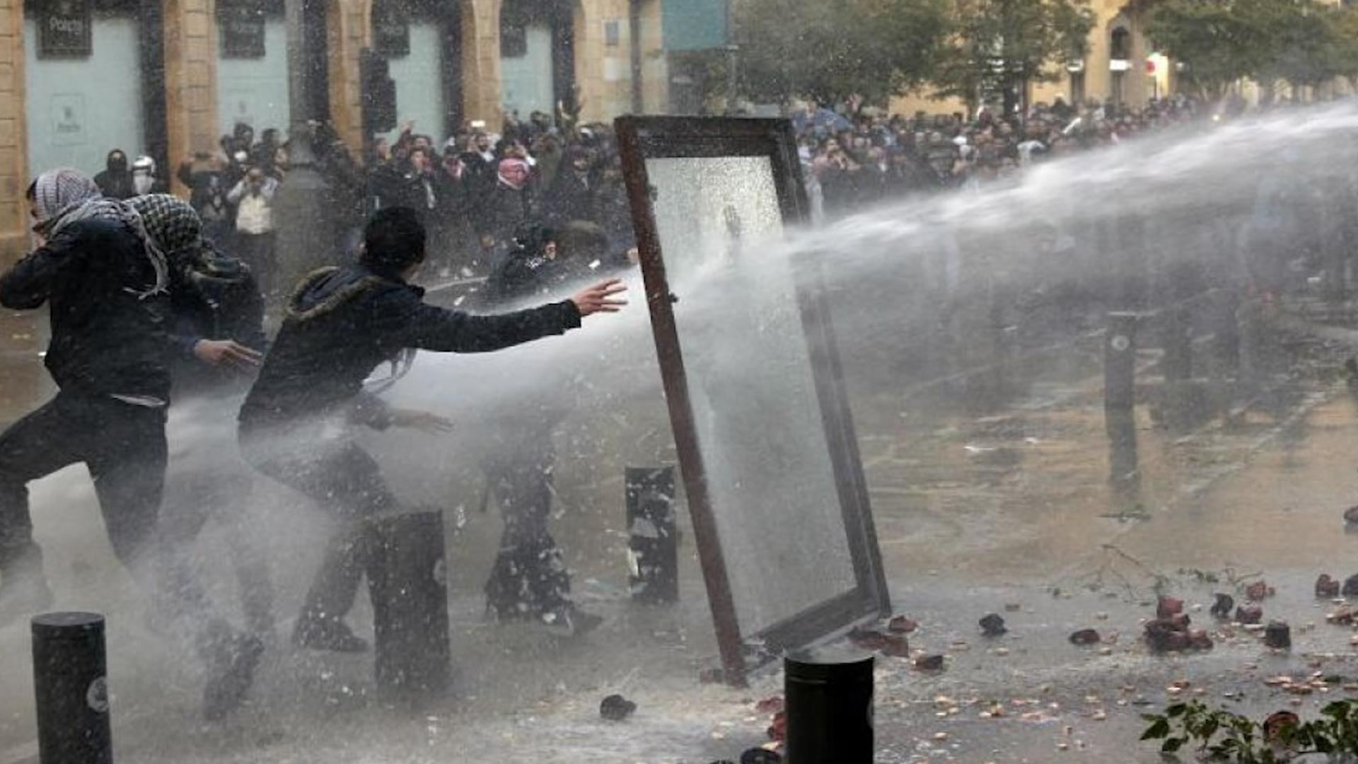 Photo of Li Libnanê duh derdora 400 xwepêşander birîndar bûn