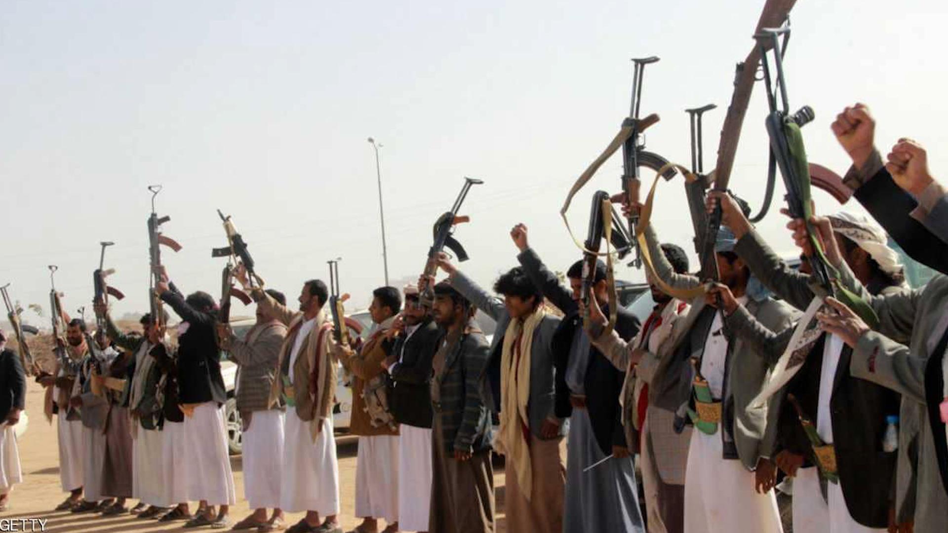 Photo of Di êrîşeke Hûsiyan de li Yemenê  90 kesî jiyana xwe ji dest da û 130 kes jî birîndar bûn