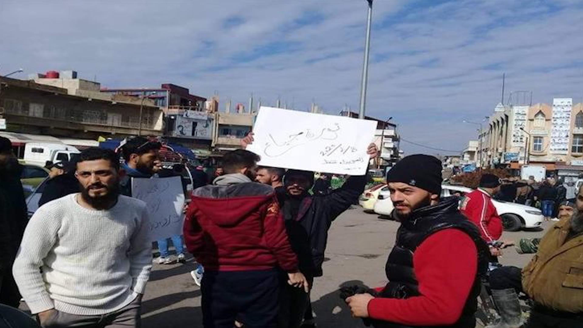 Photo of Kirîza aborî ya li Sûriyê di roja 4'an de xwepêşandanên Siweydayê li dar in